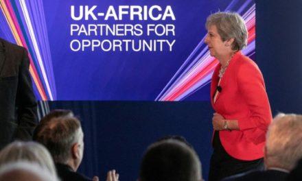 Immigration, Brexit et sécurité: journée chargée pour May au Nigeria