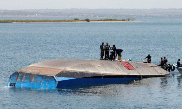 Naufrage sur le lac Victoria: la Tanzanie endeuillée enterre ses morts