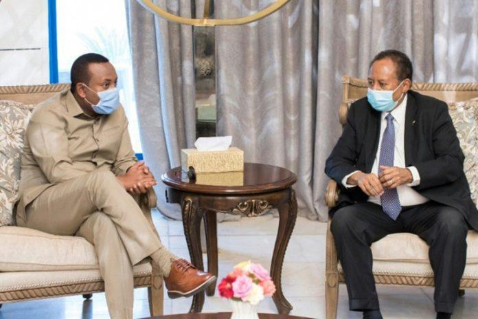 Le Premier ministre soudanais Abdalla Hamdok (d) reçoit son homologue éthiopien Abiy Ahmed, le 25 août 2020 à Khartoum afp.com - Handout