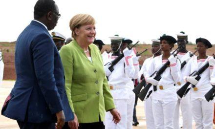 Angela Merkel en Afrique pour parler migration et développement