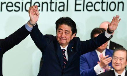 Japon: le Premier ministre Abe gagne une manche vers un record de longévité