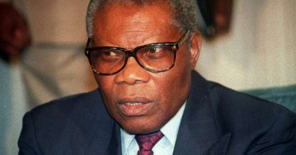 Le président congolais Pascal Lissouba lors d'une conférence de presse à Abidjan, le 27 septembre 1992 afp.com - Issouf SANOGO