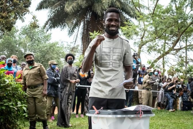 Bobi Wine vote pour la présidentielle le 14 janvier 2021 à Magere afp.com - Yasuyoshi Chiba