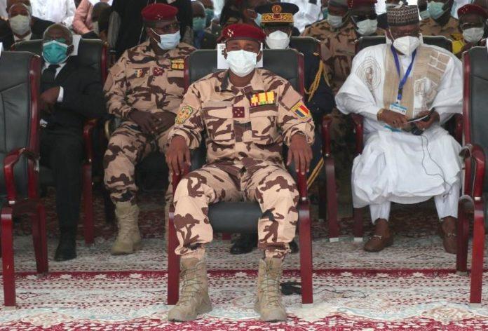 Le fils du président tchadien Idriss Déby, le général Mahamat Idriss Déby (C) aux funérailles de son père, à N'Djamena, le 23 avril 2021 afp.com - Christophe PETIT TESSON