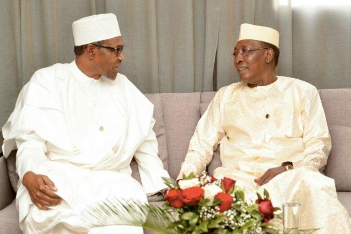 Le président nigerian Muhammadu Buhari (g) et son homologue tchadien Idriss Déby à N'Djamena le 13 avril 2019 afp.com - BRAHIM ADJI