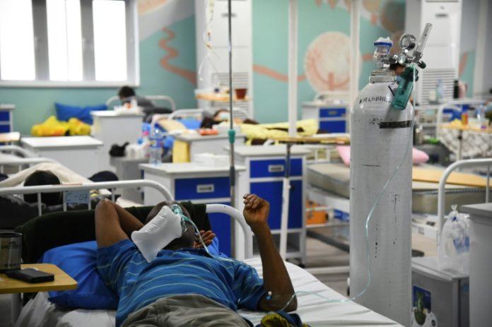 Un patient atteint du Covid-19 sous oxygène à Lagos, le 22 janvier 2021 au Nigeria afp.com - PIUS UTOMI EKPEI