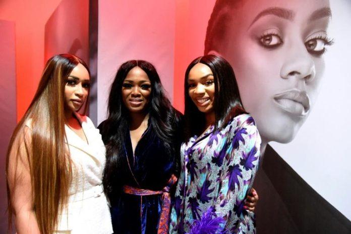 Elizabeth Elohor (C), fondatrice de Beth Modeling Agency avec des amies au lancement du casting Future Face of Africa à Lagos, le 5 juin 2021 afp.com - PIUS UTOMI EKPEI