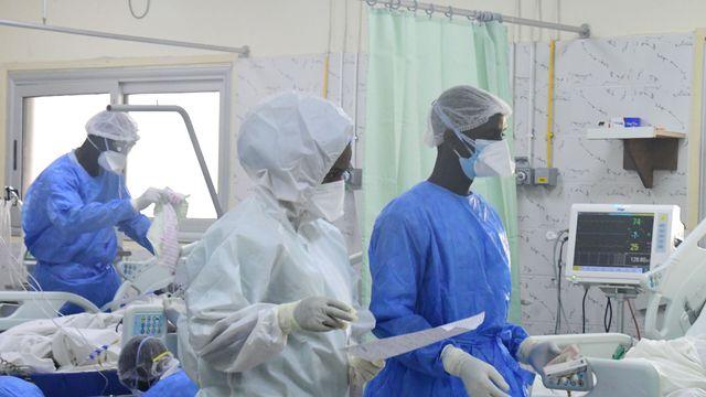 Le personnel médical des services d'urgence de l'hôpital Idrissa Pouye, à Dakar le 28 juillet 2021 afp.com - Seyllou, SEYLLOU