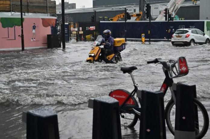 Le quartier Nine Elms de Londres inondé, le 25 juillet 2021 afp.com - JUSTIN TALLIS