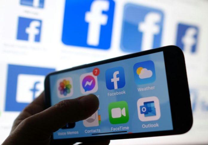 Logo de l'application Facebook sur smartphone afp.com - Chris DELMAS
