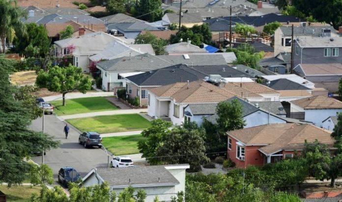 Un quartier résidentiel de Los Angeles (Californie), le 30 juillet, peu avant que n'expire un moratoire sur les expulsions locatives qui protégeait des millions d'Américains en difficulté financière. afp.com - Frederic J. BROWN