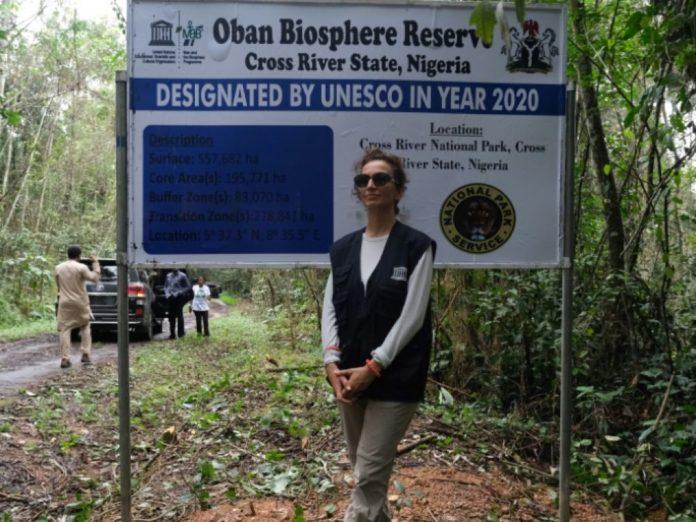 La directrice générale de l'Unesco, Audrey Azoulay, lors d'une visite de la réserve de Biosphère d'Oban, le 12 septembre 2021 dans l'Etat de Cross River, au Nigeria afp.com - Kola Sulaimon