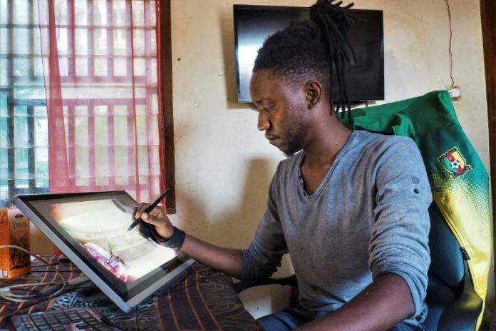 L'artiste Felix Fokoua dessine sur sa tablette électronique dans son bureau de Yaounde, le 13 juillet 2021 afp.com - Adrien MAROTTE