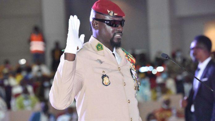 Le colonel Mamady Doumbouya, chef de la junte militaire en Guinée, prête serment comme président de transition, le 1er octobre 2021 à Conakry afp.com - Cellou BINANI